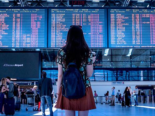 joven aeropuerto