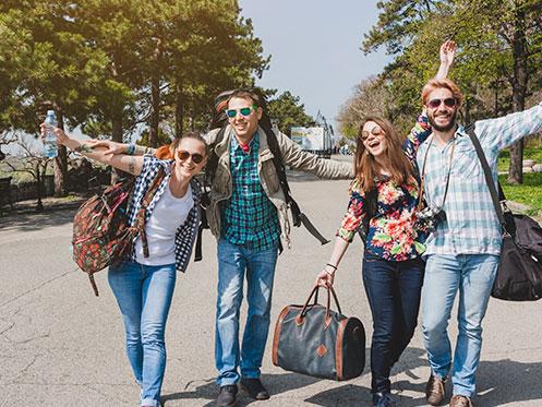 jóvenes turistas